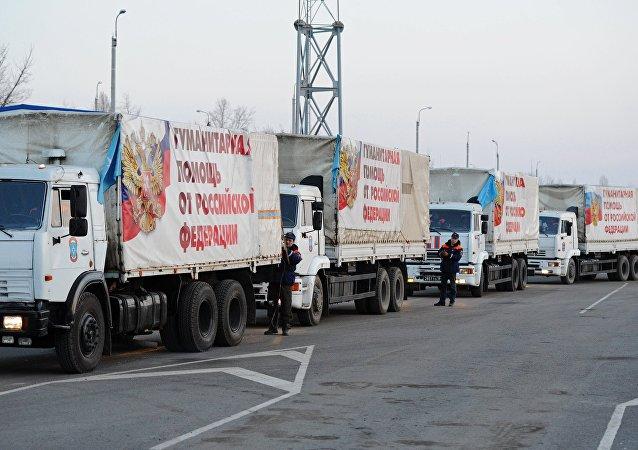 Comboio com ajuda humanitária russa para o leste ucraniano