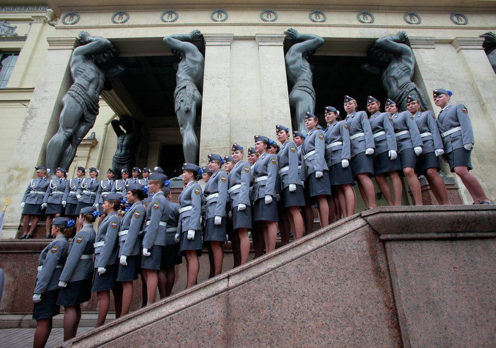 Batom e Kalashnikov: mulheres no Exército russo