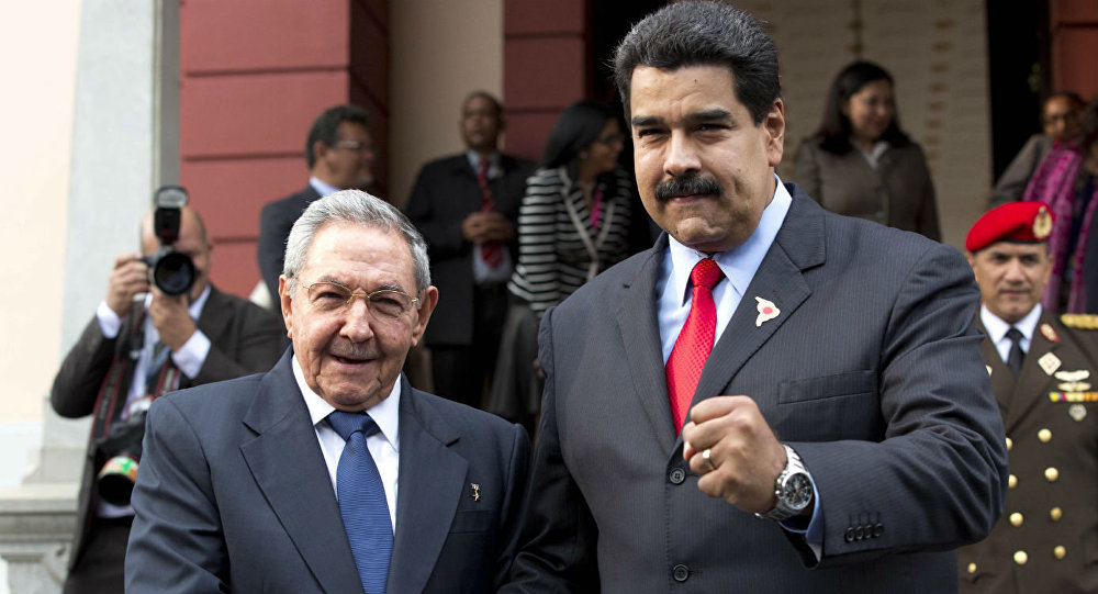 Nicolás Maduro com o ex-chefe de Estado cubano, Raúl Castro (arquivo)