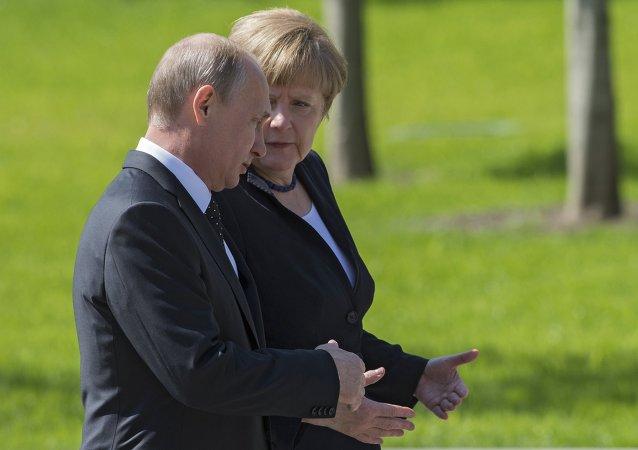 Vladimir Putin e Angela Merkel em Moscou