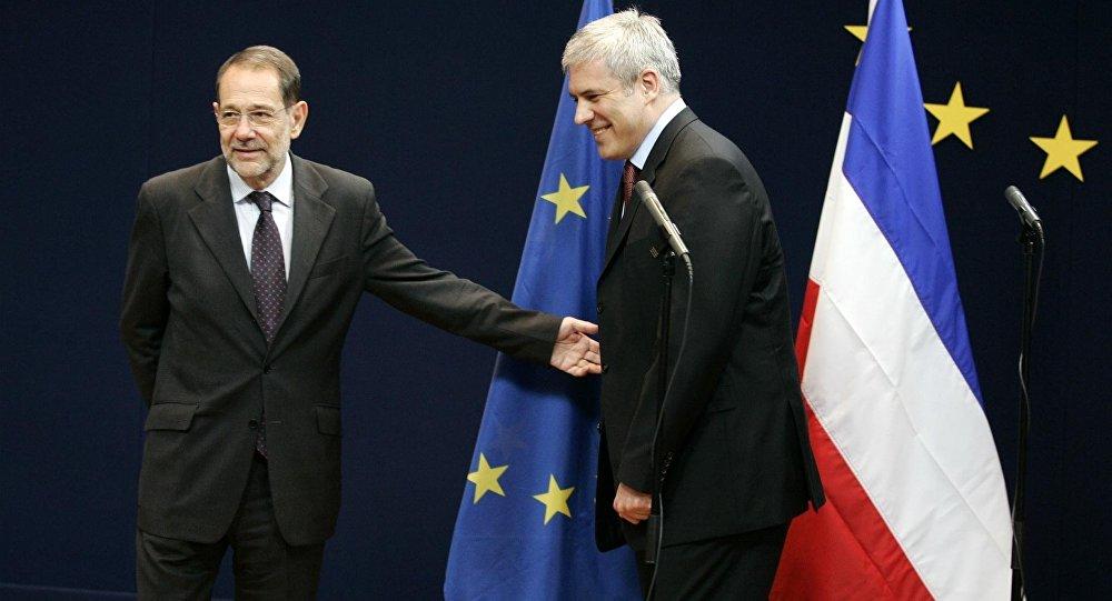 Ex-presidente da Sérvia Boris Tadic (a direita) e ex-chefe da Política Externa da União Europeia Javier Solana