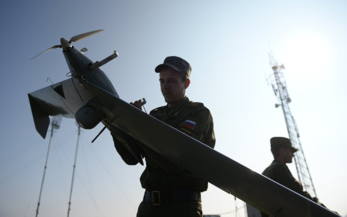 Lançamento do dronte russo Zastava durante exercícios
