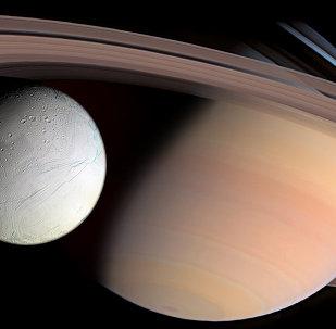 Saturno e Encélado
