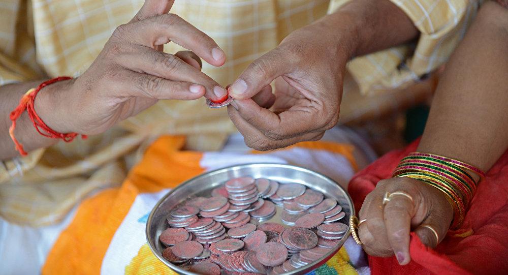 Mulher indiana durante o feriado religioso Diwali