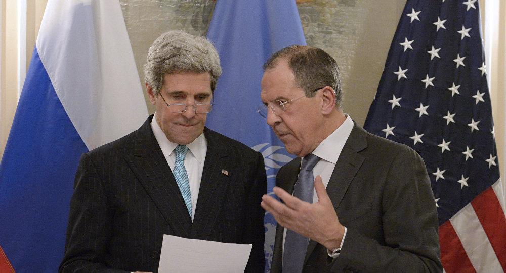 Secretário de Estado dos EUA John Kerry e ministro das Relações Exteriores da Rússia Sergei Lavrov