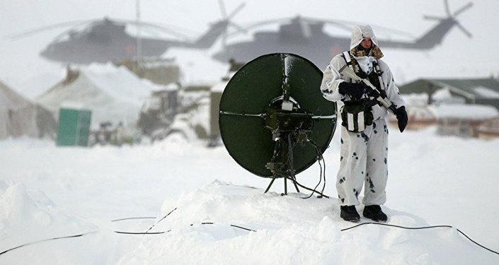 Soldado russo na ilha de Kotelny, no Ártico