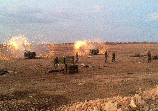 Exército sírio lança ofensiva contra o Estado Islâmico no norte da província síria de Hama