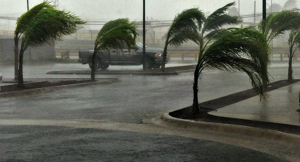 Rua em Manzanillo, estado de Colima, México em October 23, 2015, durante o furacão Patricia