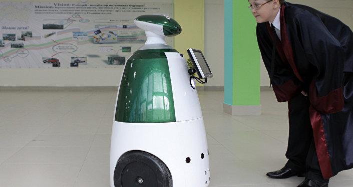 Menino está comunicando com um robô