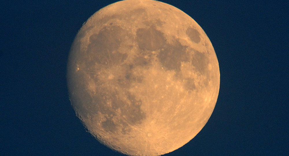 Imagem da Lua, Toulouse, França, 25 de outubro de 2015