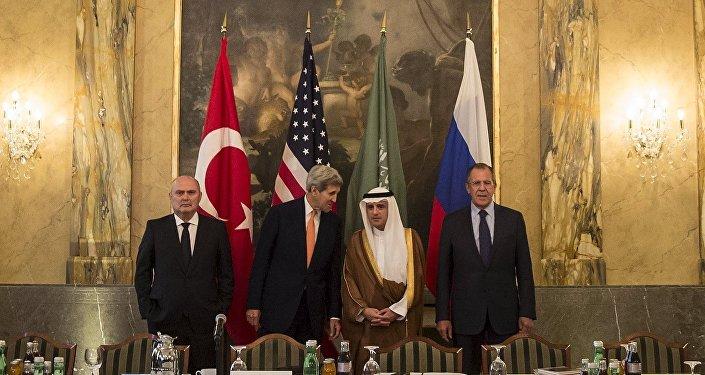 Encontro ministerial entre Arábia Saudita, EUA, Turquia e Rússia, em Viena, para discutir a crise síria