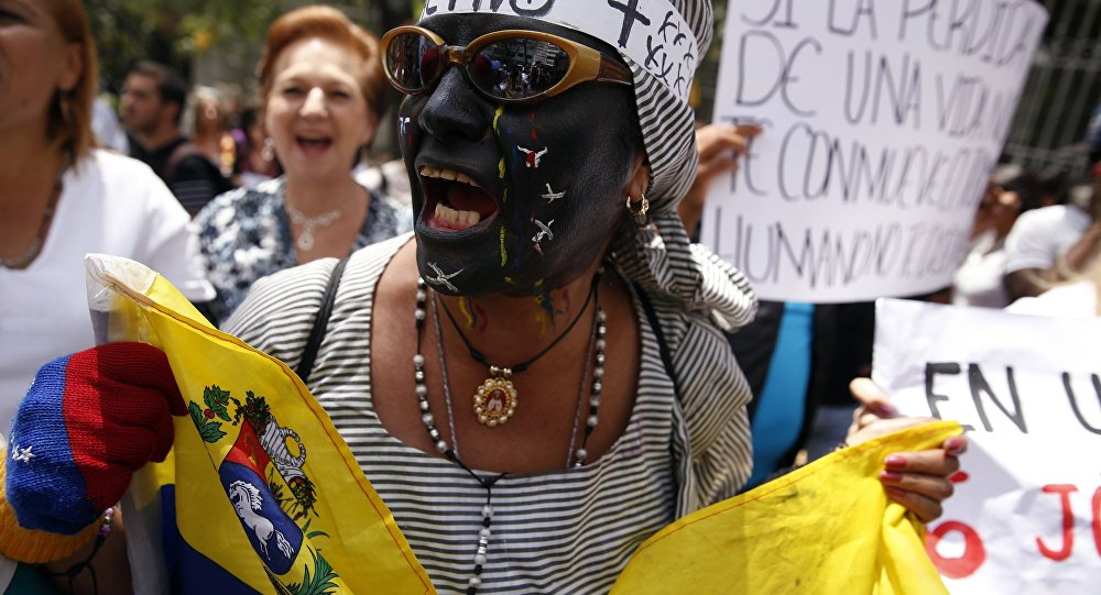 Protestos em Venezuela durante funeral de Kluibert Roa, morto em manifestação