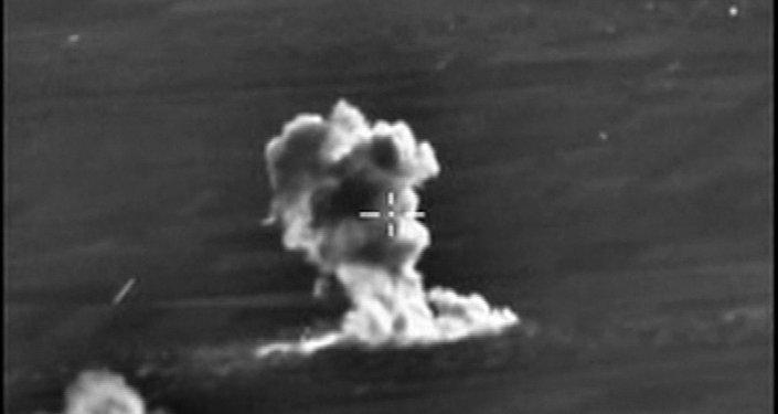 Bombardeiros russos realizam um ataque localizado contra instalações do Estado Islâmico usando bombas antibunker BETAB-500 na província síria de Aleppo