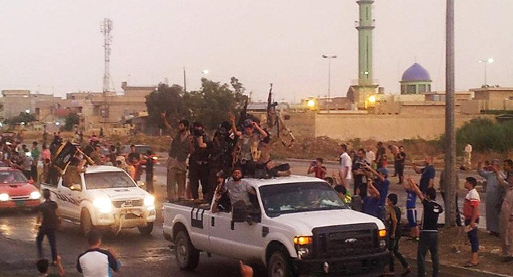 Combatentes do grupo terrorista Estado Islâmico no Iraque, cidade de Mosul. 25 de junho de 2014