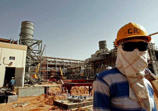 Usina de processamento de petróleo na Arábia Saudita (imagem referencial)