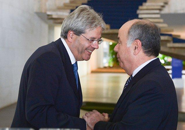 Os ministros dos Negócios Estrangeiros e da Cooperação Internacional da Itália, Paolo Gentiloni, e das Relações Exteriores, Mauro Vieira, no Palácio Itamaraty