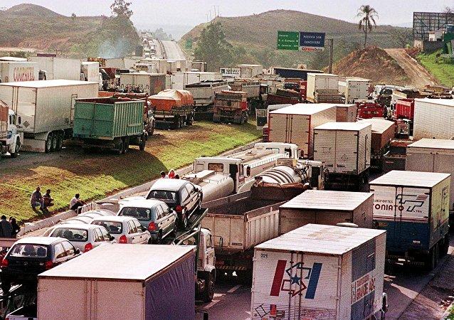 O setor de transportes, serviços auxiliares aos transportes e correio foi um dos que tiveram recuo no Brasil na passagem de maio para junho deste ano