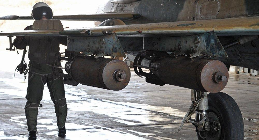 Piloto sírio prepara-se para uma operação aérea contra o Daesh