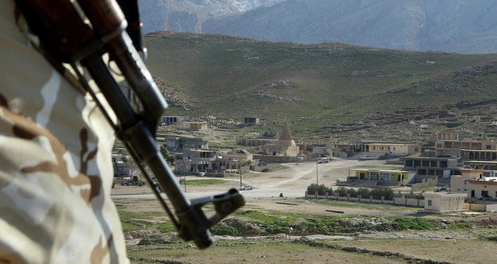 Combatente yazidi em Sinjar, norte do Iraque