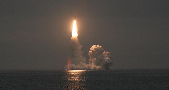 Lançamento de um míssil Bulava