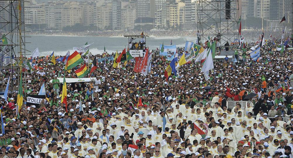 Quase quatro milhões de pessoas estiveram na Praia de Copacabana para a Missa de Envio da Jornada Mundial da Juventude 2013.