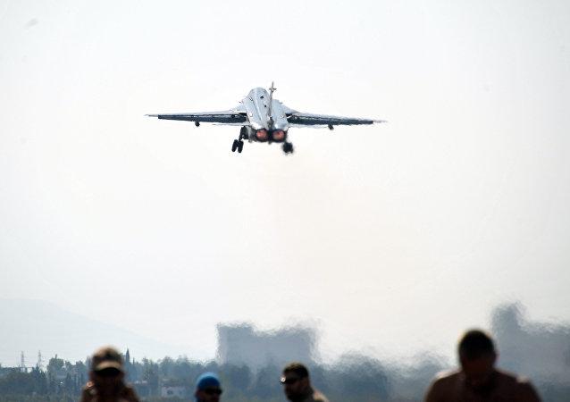 Aviação russa na base de Hmeymim, em Latakia, onde funciona o Centro Russo para a Reconciliação na Síria