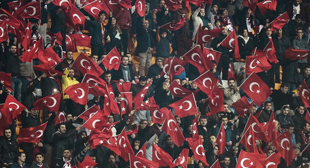 Torcedores turcos no amistoso com a Grécia