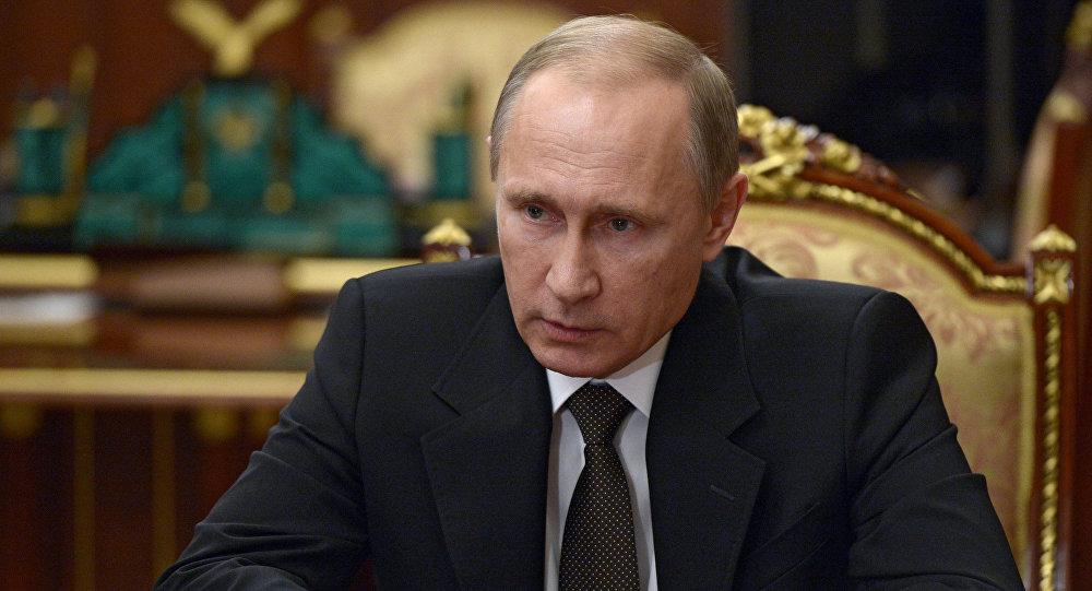 Presidente russo Vladimir Putin durante reunião no Kremlin