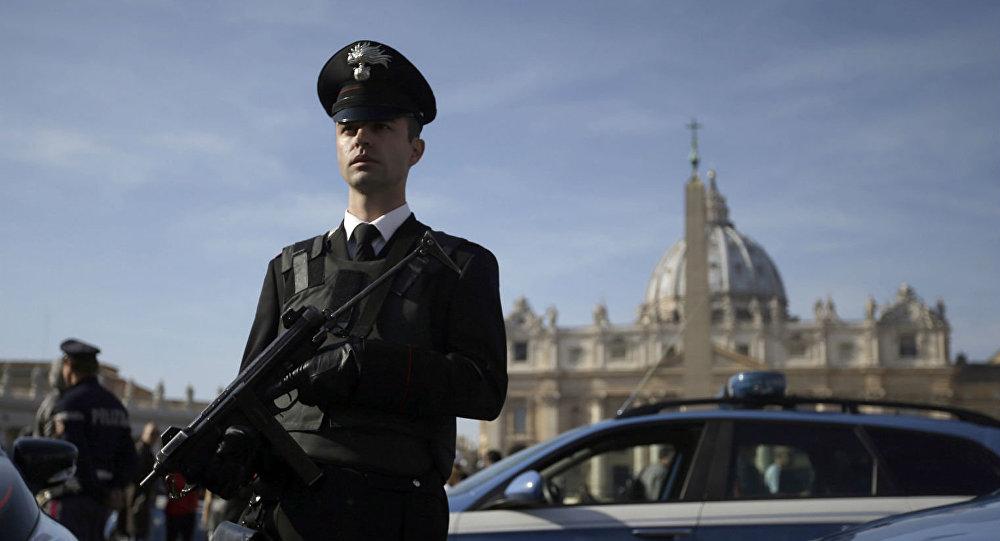 Agente da polícia italiana durante patrulha (arquivo)