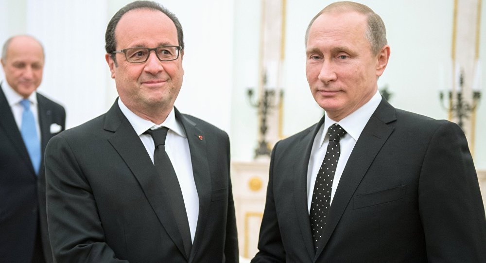 Vladimir Putin e François Hollande durante encontro no Kremlin