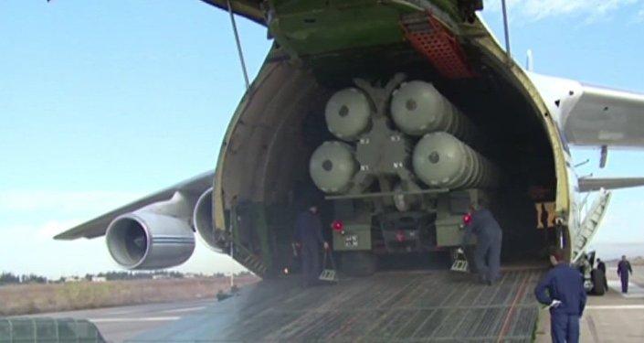 Síria: Veja o momento da chegada dos S-400 à província síria de Latakia