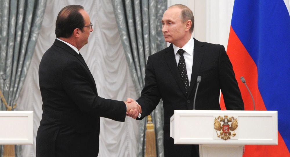 Presidente da Rússia, Vladimir Putin, recebendo o presidente da França, François Hollande, no Kremlin