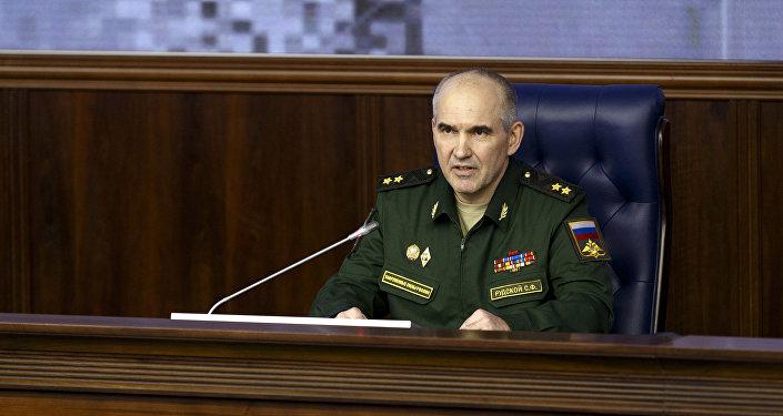 Sergei Rudskoi, vice-chefe do departamento operacional do Estado-Maior das Forças Armadas da Rússia durante a coletiva do Ministério da Defesa russo. 2 de fevereiro, 2015