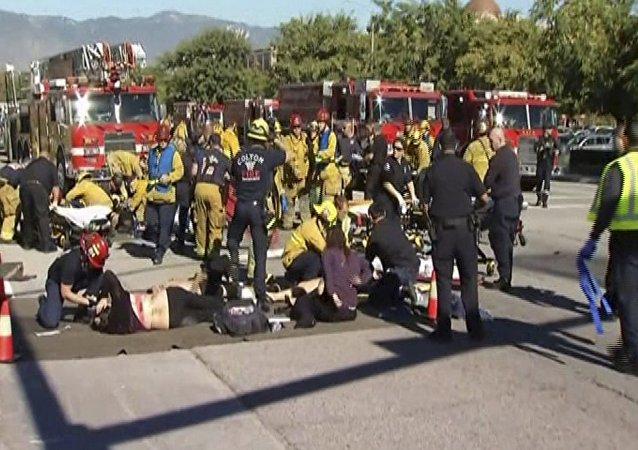 Equipes de emergência tratam vítimas de tiroteio em San Bernardino