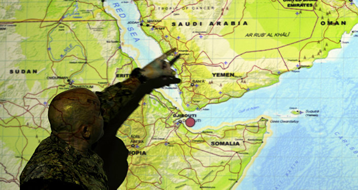 Um comandante da Marinha dos EUA faz briefing para jornalistas na véspera dos exercícios militares. 20 de setembro, 2012