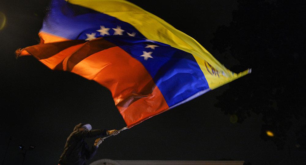 Moradores de Caracas comemoram resultados das eleições