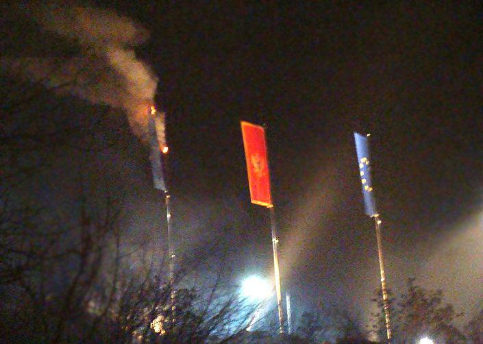Bandeira da OTAN içada em Montenegro foi queimada