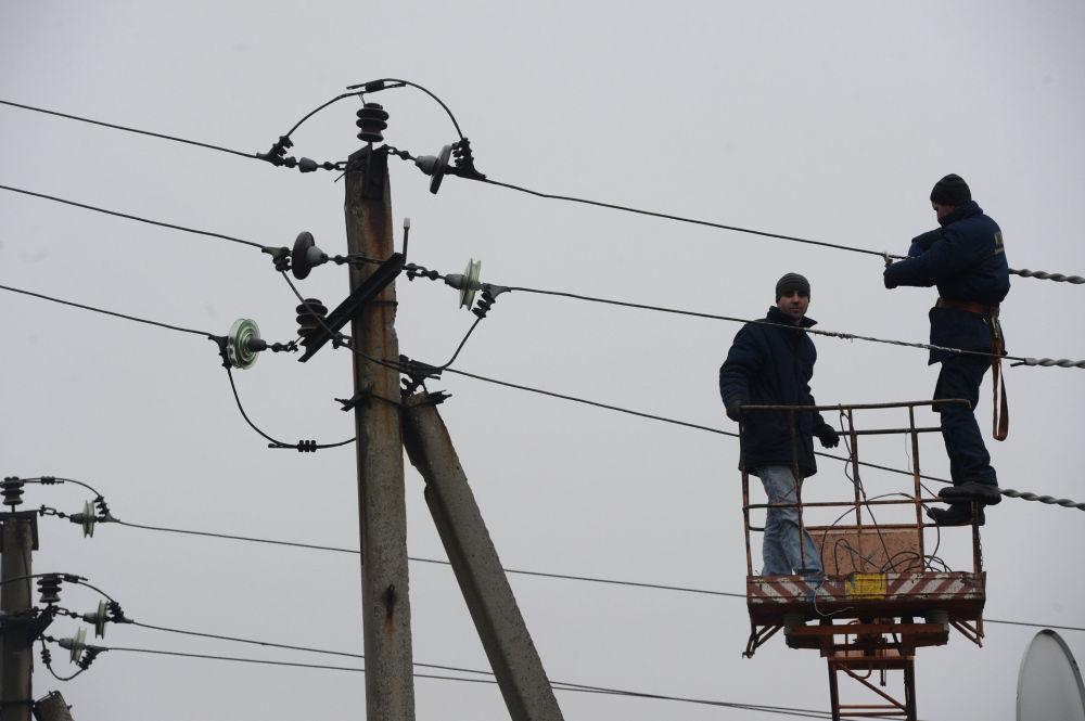 Reparação de linhas elêtricas em Debaltsevo