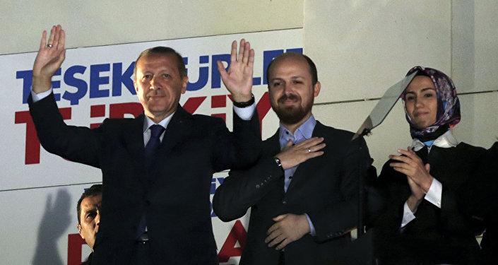 Recep Tayyip Erdogan, presidente da Turquia, ao lado do seu filho Bilal Erdogan e de sua filha Sumeyye Erdogan em Ankara