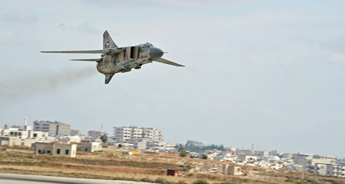MiG-23 da Força Aérea Síria pousa na base aérea de Hama