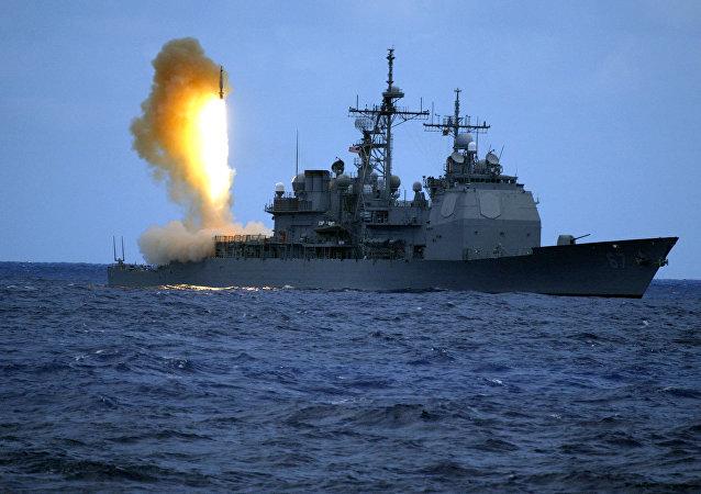 Míssil padrão 3 (ou Standard Missile Three, SM-3) da Marinha americana é disparado do USS Shiloh