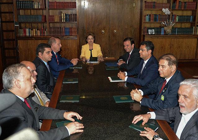 Dilma Rousseff recebe o apoio de prefeitos de capitais em Brasília.