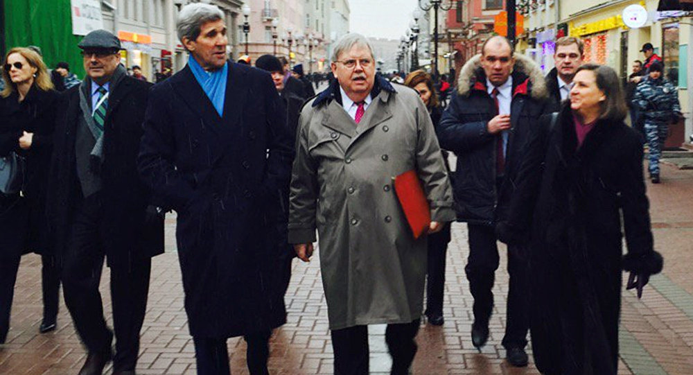 John Kerry, John Tefft e Victoria Nuland no Arbat
