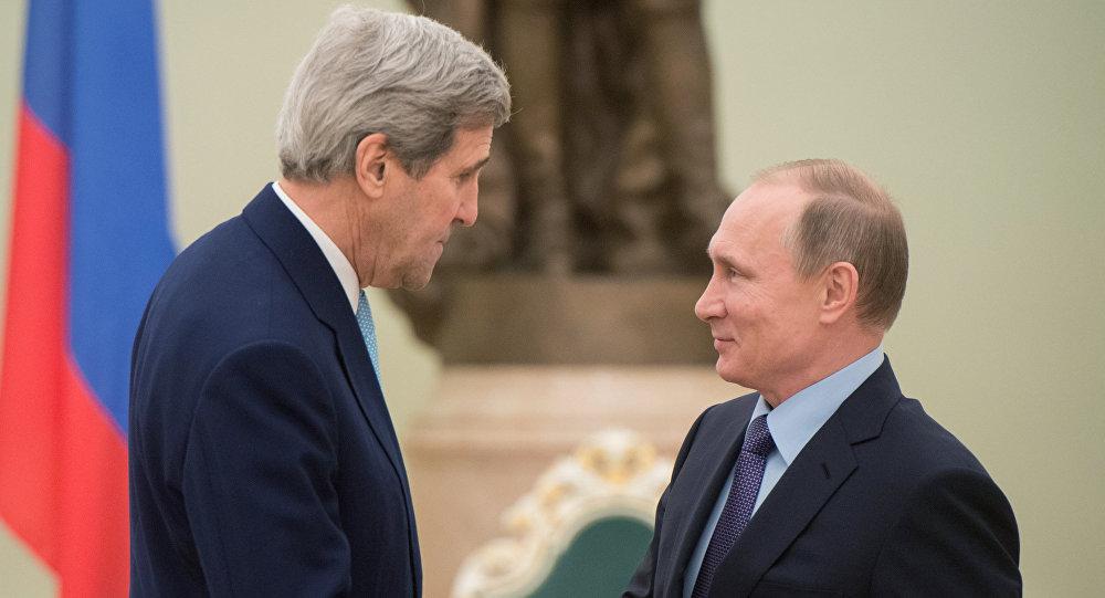 O presidente russo, Vladimir Putin, encontra John Kerry, secretário de Estado americano