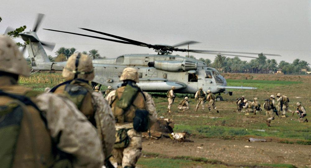 Fuzileiros navais norte-americanos em al-Qaim, perto da fronteira síria, oeste do Iraque (Arquivo)