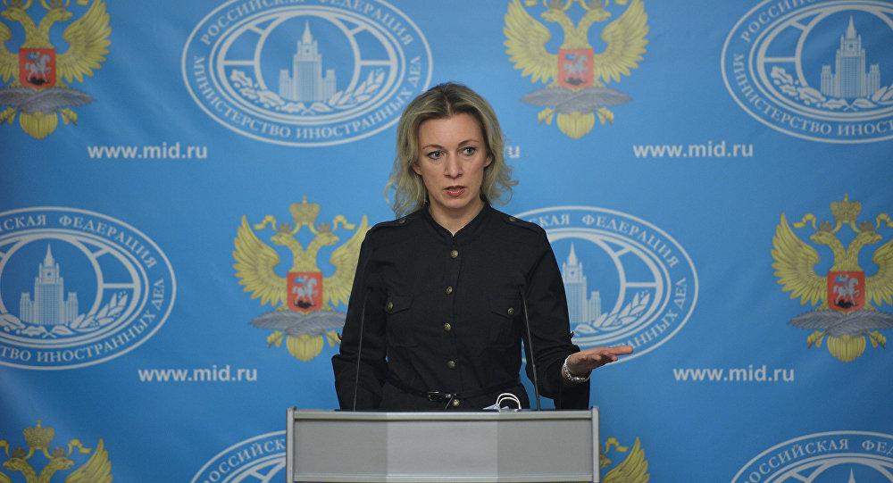 Representante oficial da chancelaria russa Maria Zakharova durante a entrevista coletiva semanal, 26 de novembro de 2015