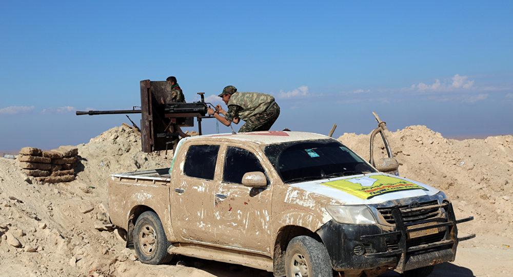 Um soldado da YPG perto de el-Hasakeh, não longe da fronteira entre Síria e Iraque, em novembro