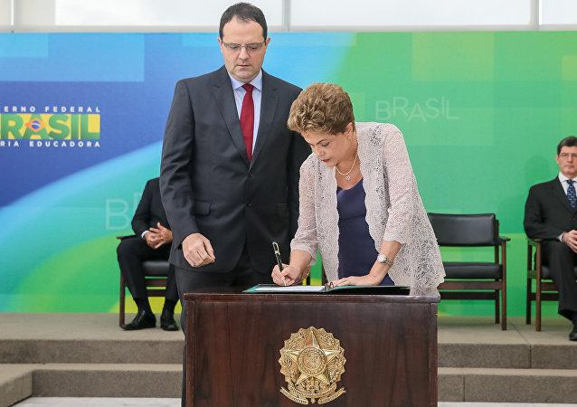 Presidenta Dilma Rousseff durante cerimônia de posse do ministro da Fazenda, Nelson Barbosa