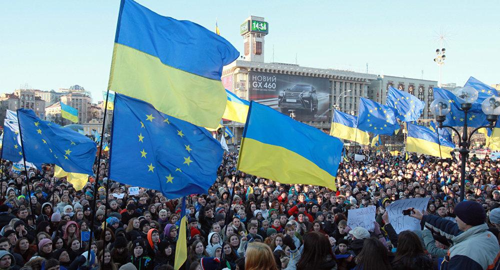 Manifestação a favor da integração europeia em Kiev