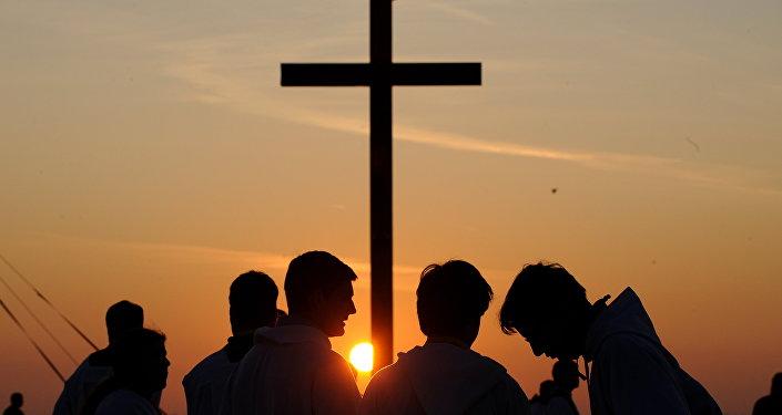 Sacerdotes jovens da Igreja Católica estão à espera do Papa Bento XVI, República Tcheca